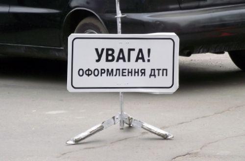 ВЧеркасской обл. столкнулись микроавтобус и фургон: один человек умер, 10— пострадали