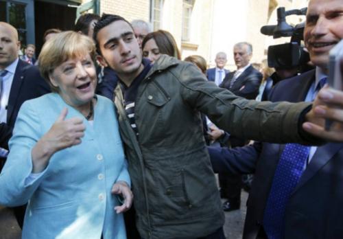 Трэш и угар: Канцлер Германии Ангела Меркель фотографировалась с одним из террористов-смертников, атаковавших Брюссель