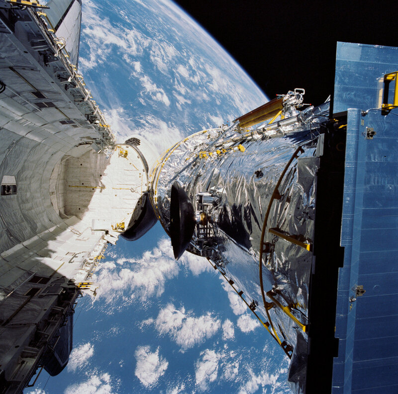 The Hubble Space Telescope is deployed from the Space Shuttle Discovery on April 25, 1990.jpg