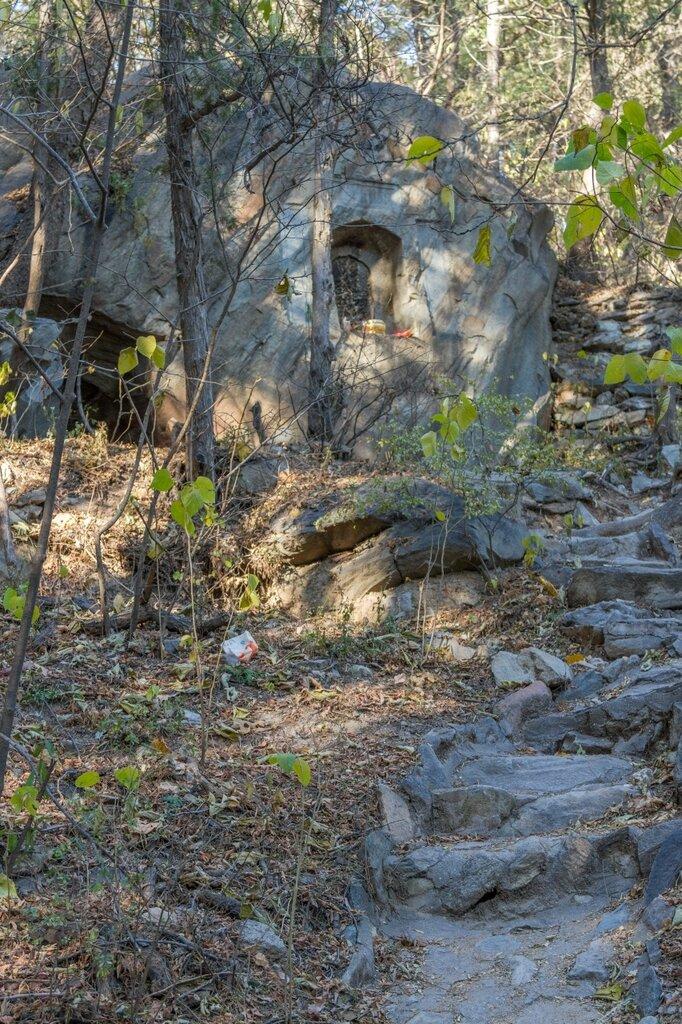 Камень с алтарем, Бадачу