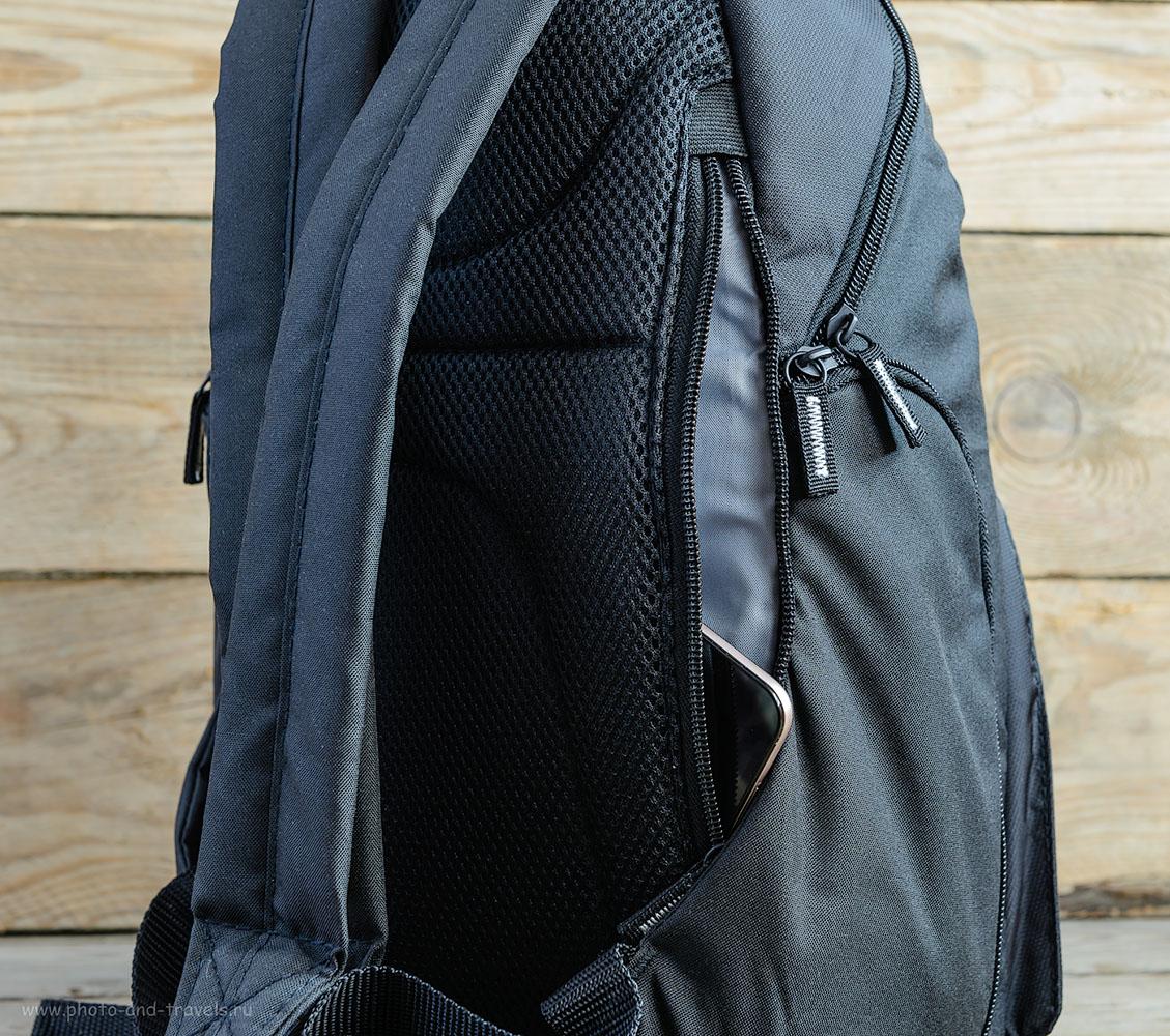Фото 3. Рюкзак Case Logic TBC-411-Black имеет небольшое отделение, в котором можно носить iPad или смартфон.
