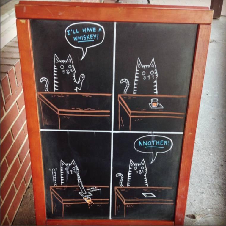 Quand une illustratrice aide un bar avec ses pancartes humoristiques (20 pics)