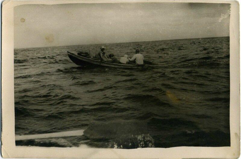 лодка озеро.jpg