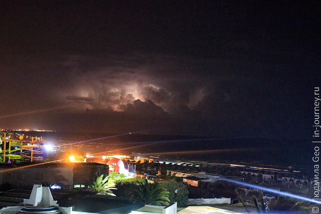 фото ночной грозы в Тунисе