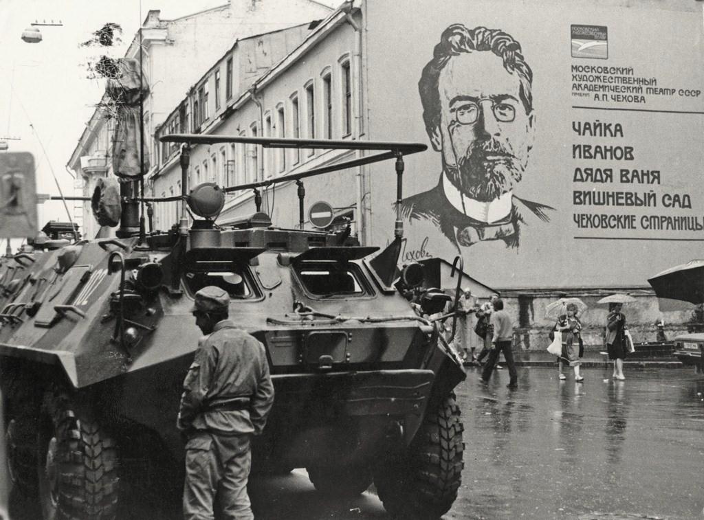 51162 Август 1991. Путч. Баррикады на улицах Москвы.jpg