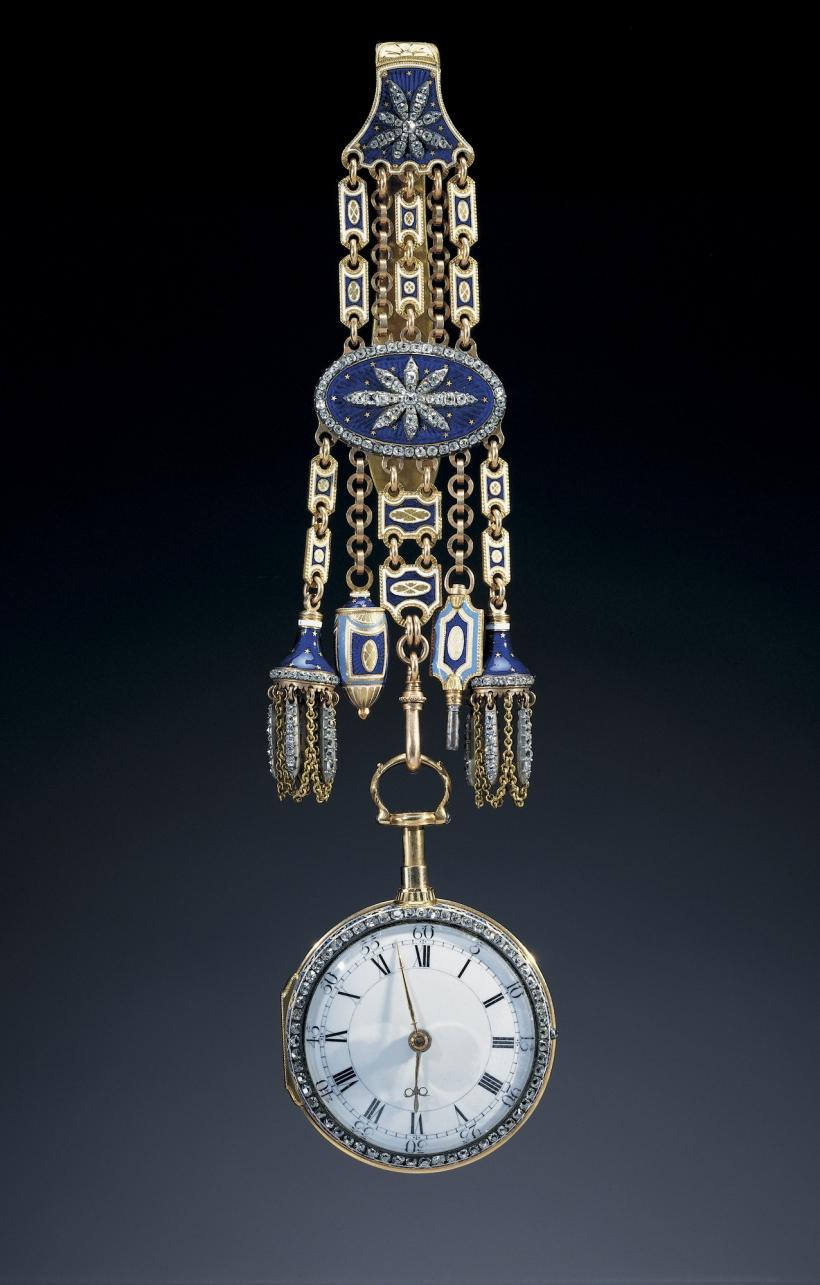 King George III Royal Collection c.1785 Chatelaine включает в себя корпус часов украшен коронованный вензель Георга III с бриллиантами.