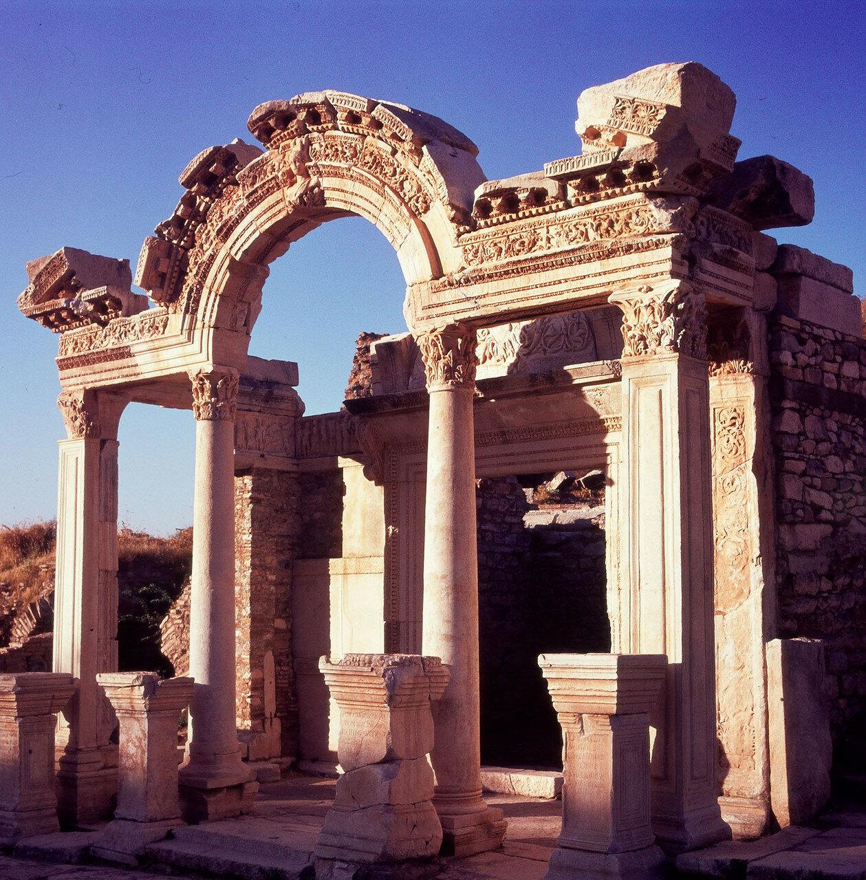 Эфес. Храм Адриана