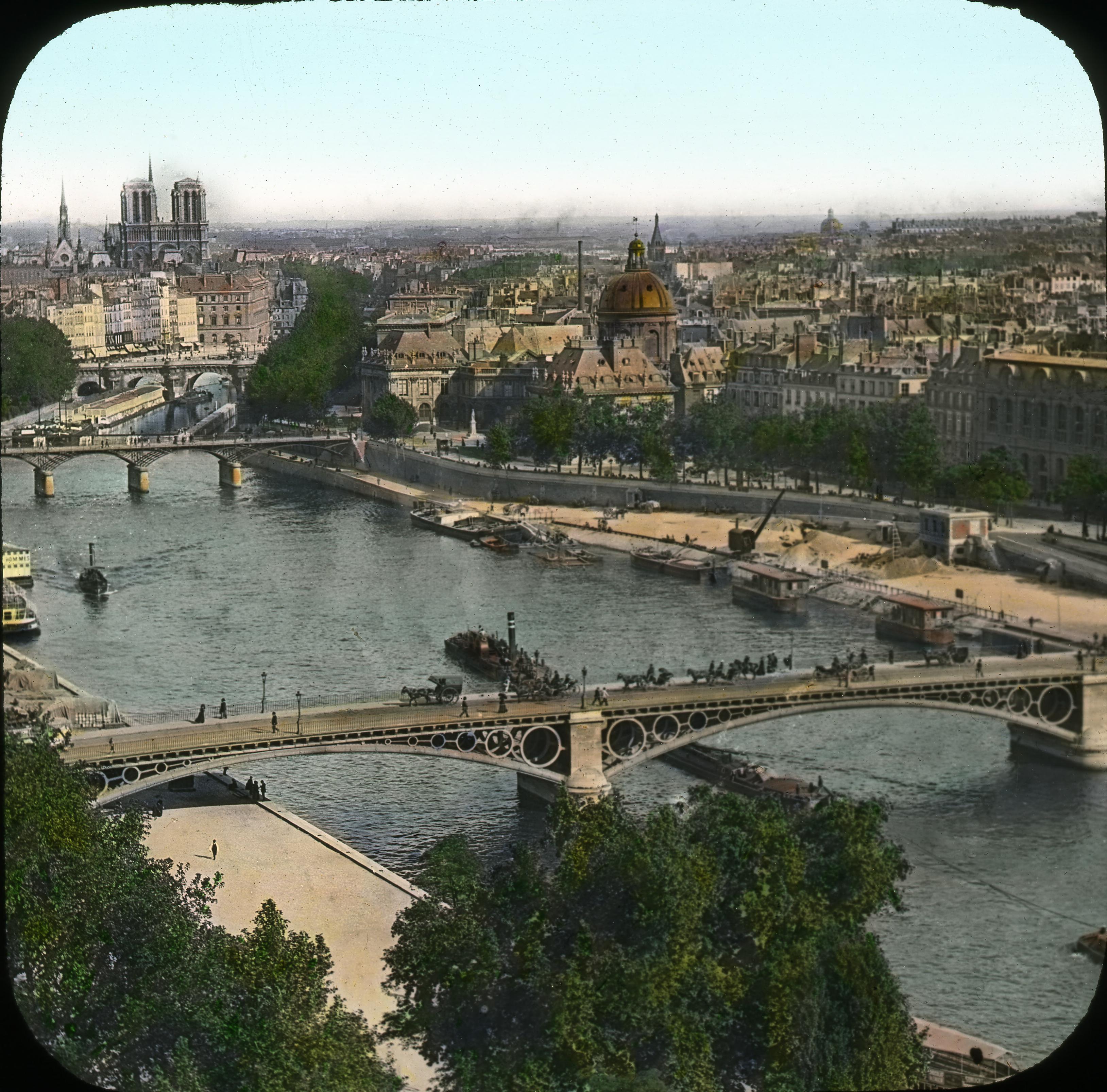 Вид на Сену и город