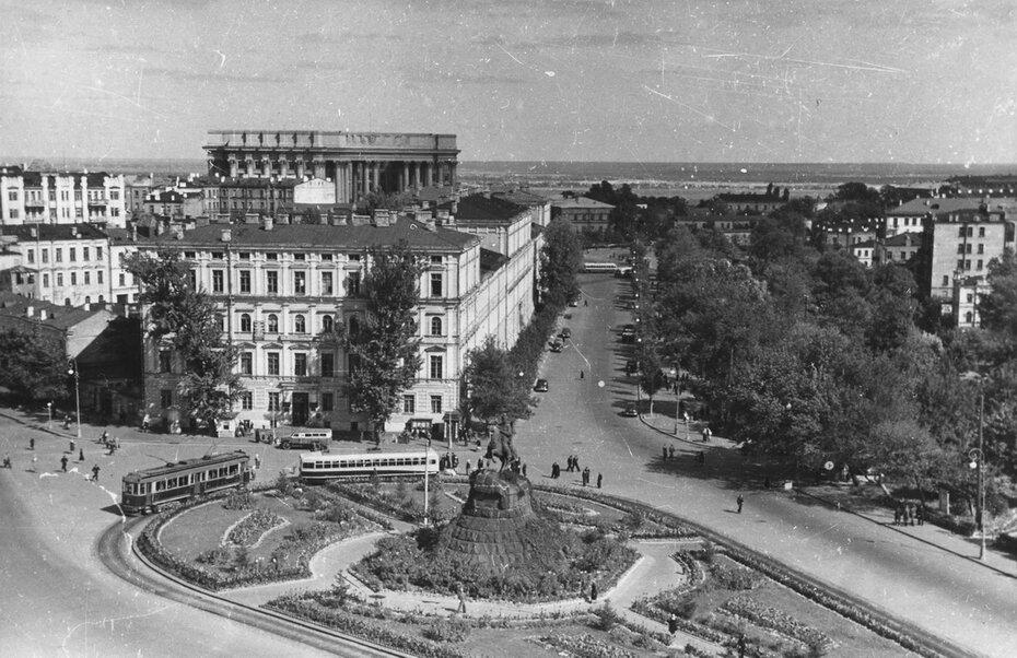 1953. Панорама площади Богдана Хмельницкого (ныне Софийская площадь)