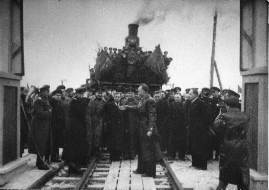 1945.11. Торжественное открытие железнодорожного моста, восстановленного мостоотрядом №2 под руководством И.Ю.Баренбойма