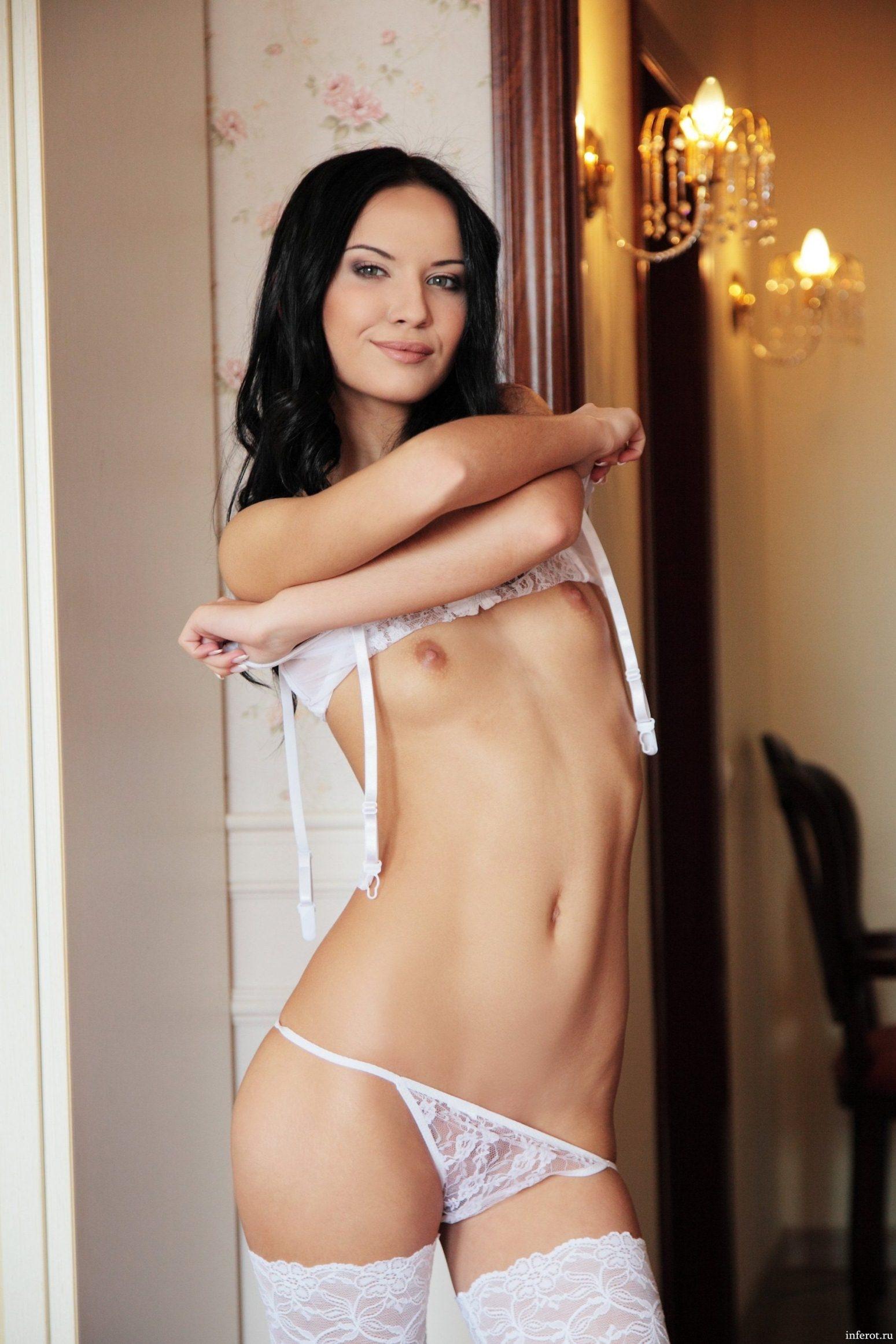 Голые с мелкой грудью видео фото 426-631