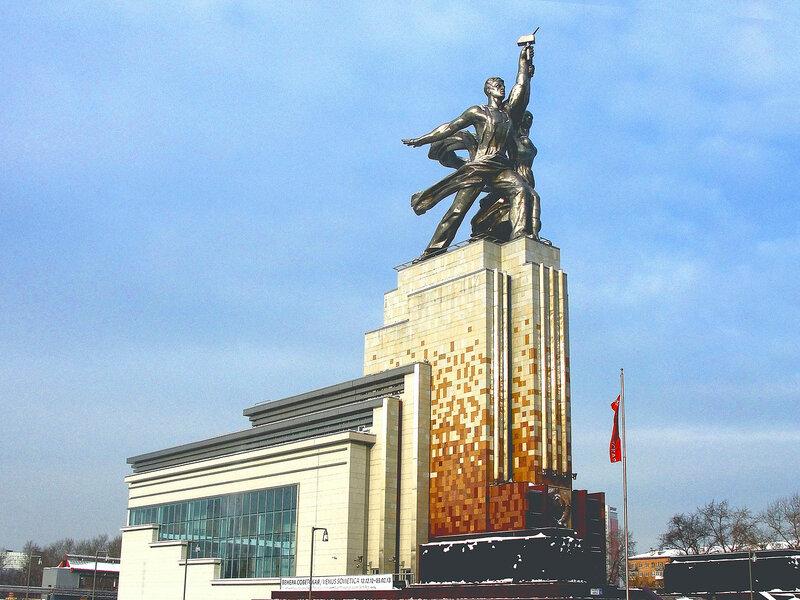 Музейно-выставочный комплекс Рабочий и колхозница..jpg