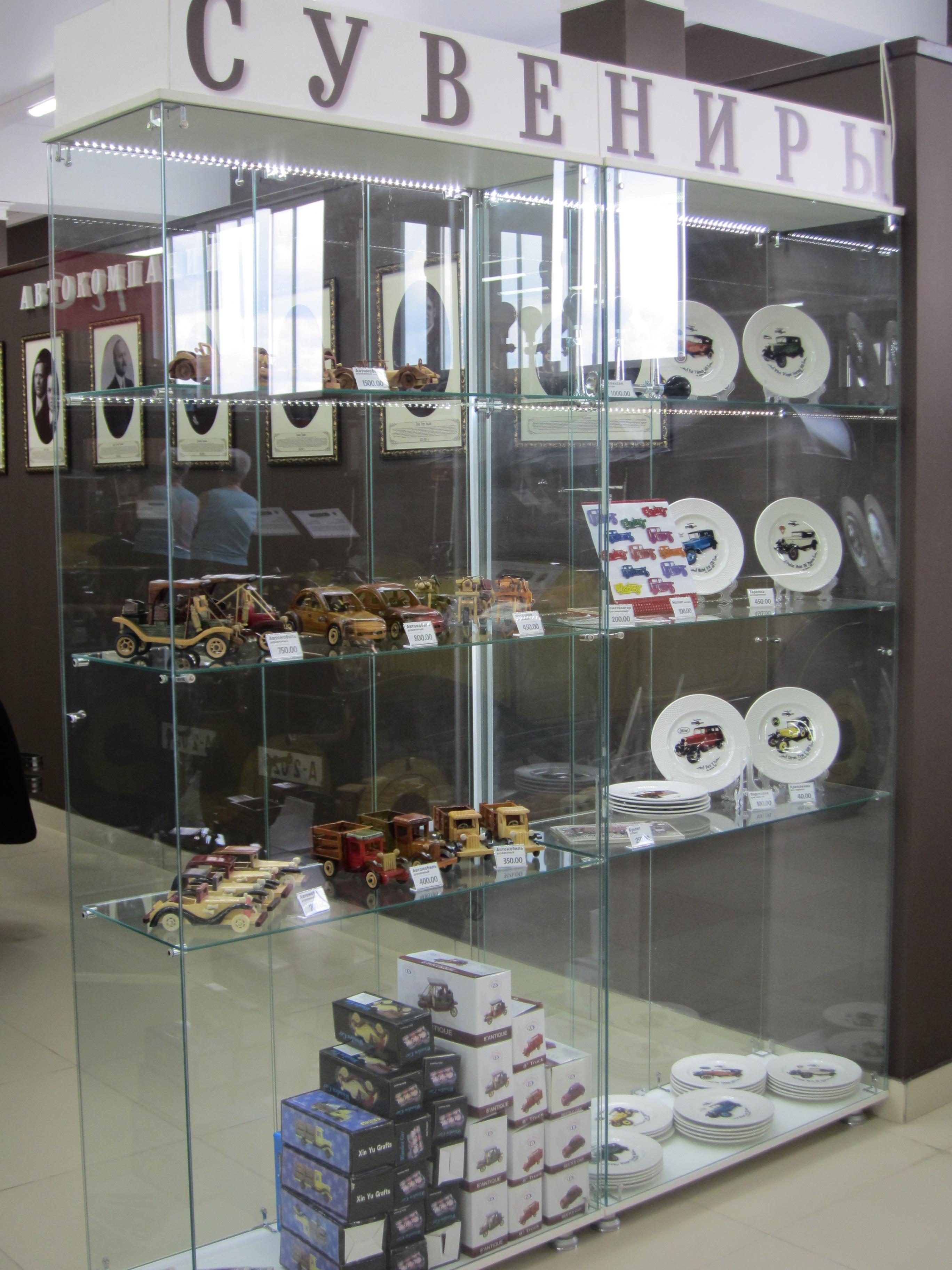 Как и положено в порядочных музеях, можно приобрести тематические сувениры (10.08.2015)
