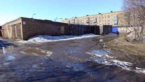 Фотография Инты №4165  Корт за школой №9 (Южная сторона Чернова 4) 30.04.2013_13:04
