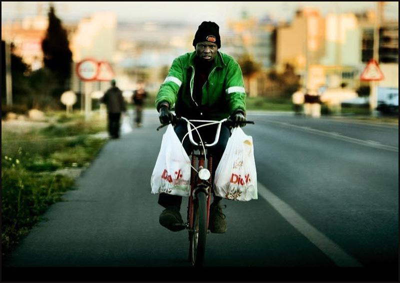 8. Социальная ситуация с Эль Эхидо довольно напряженная, потому что в городке много африканских рабо