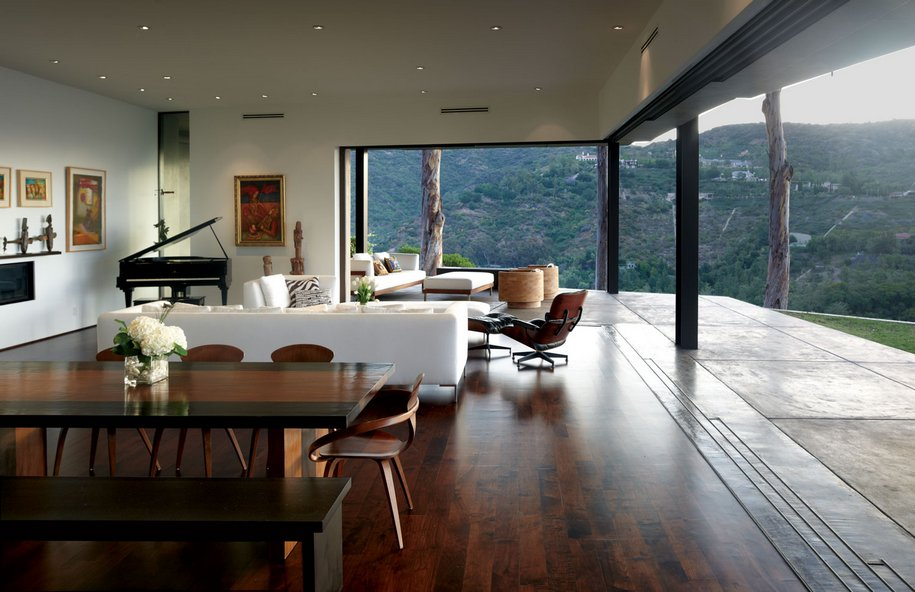 Скромная частная резиденция в Лос-Анджелесе