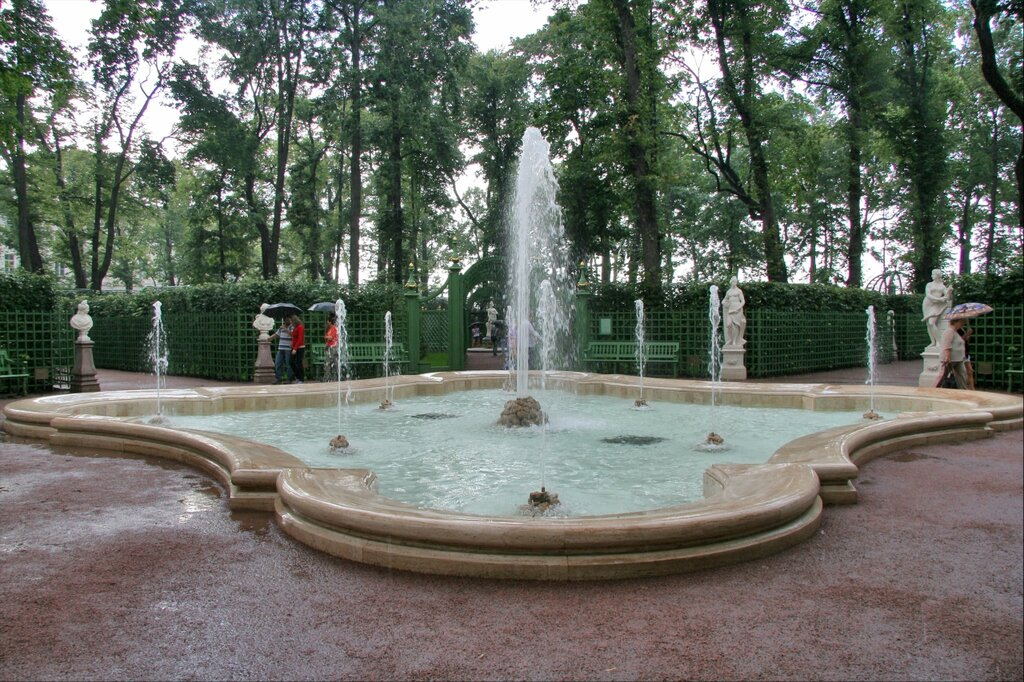 """фонтан """"Гербовый"""" на Центральной аллее, Летний сад"""