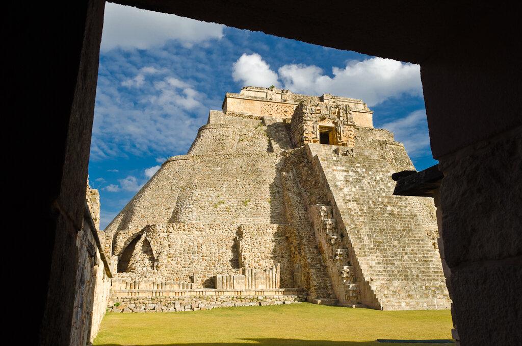 Мексика. Открытка из Uxmal (Пирамида Волшебника в городе Ушмаль)
