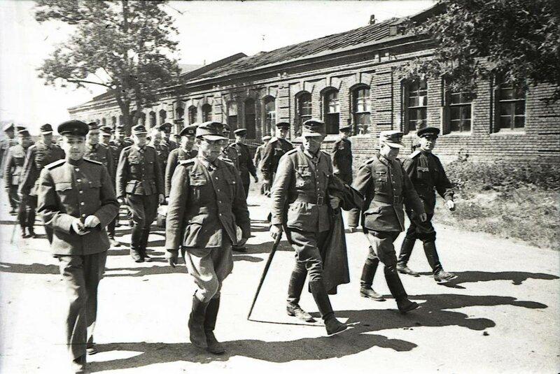 Пленные немцы в Москве.