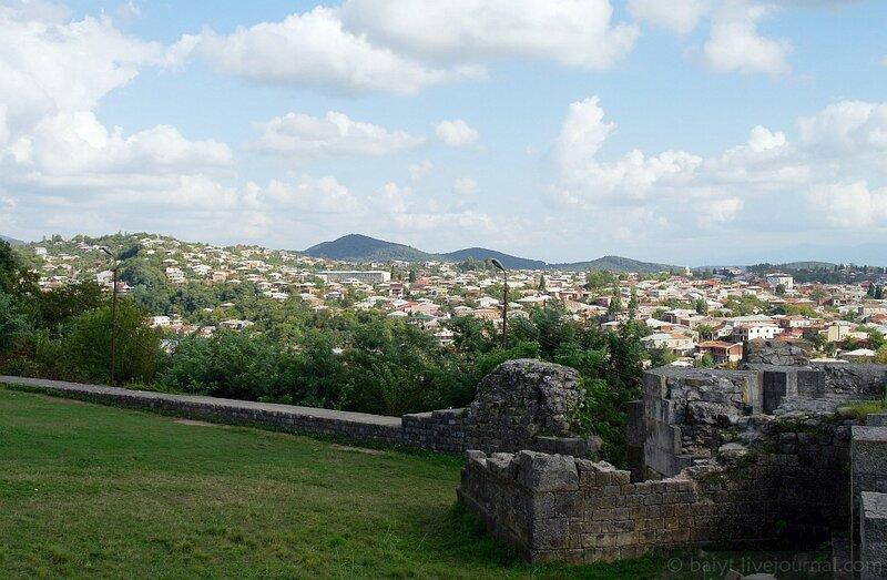 Вид на Кутаиси от собора Баграти