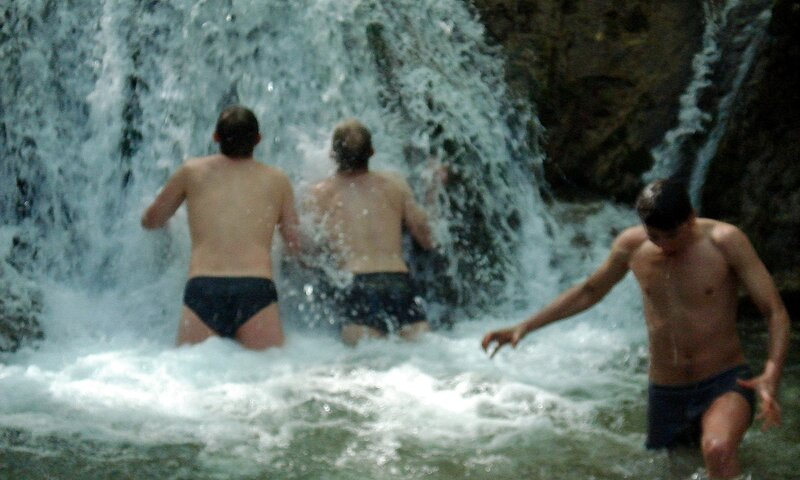 Вода жутко холодная! А я решил еще и бриться :)
