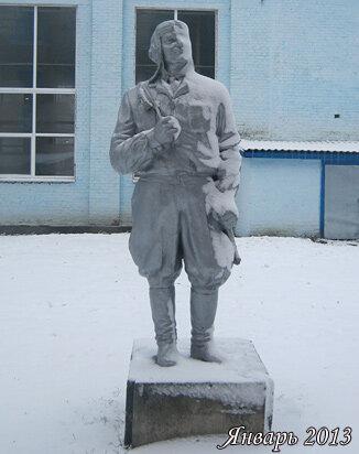 Скульптура военного летчика