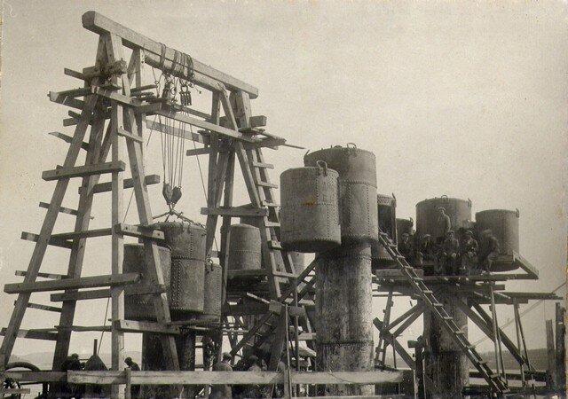 Опускание кессона №2. Июнь 1934г.