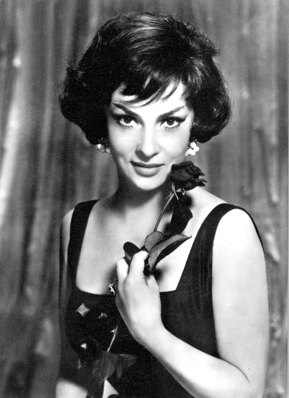нас складе актрисы фото с сигаретой прошлого века тому
