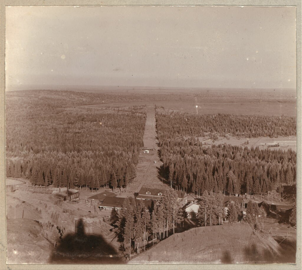 Вид с вершины горы Благодать на Управление и на часть лесной дачи. 1909