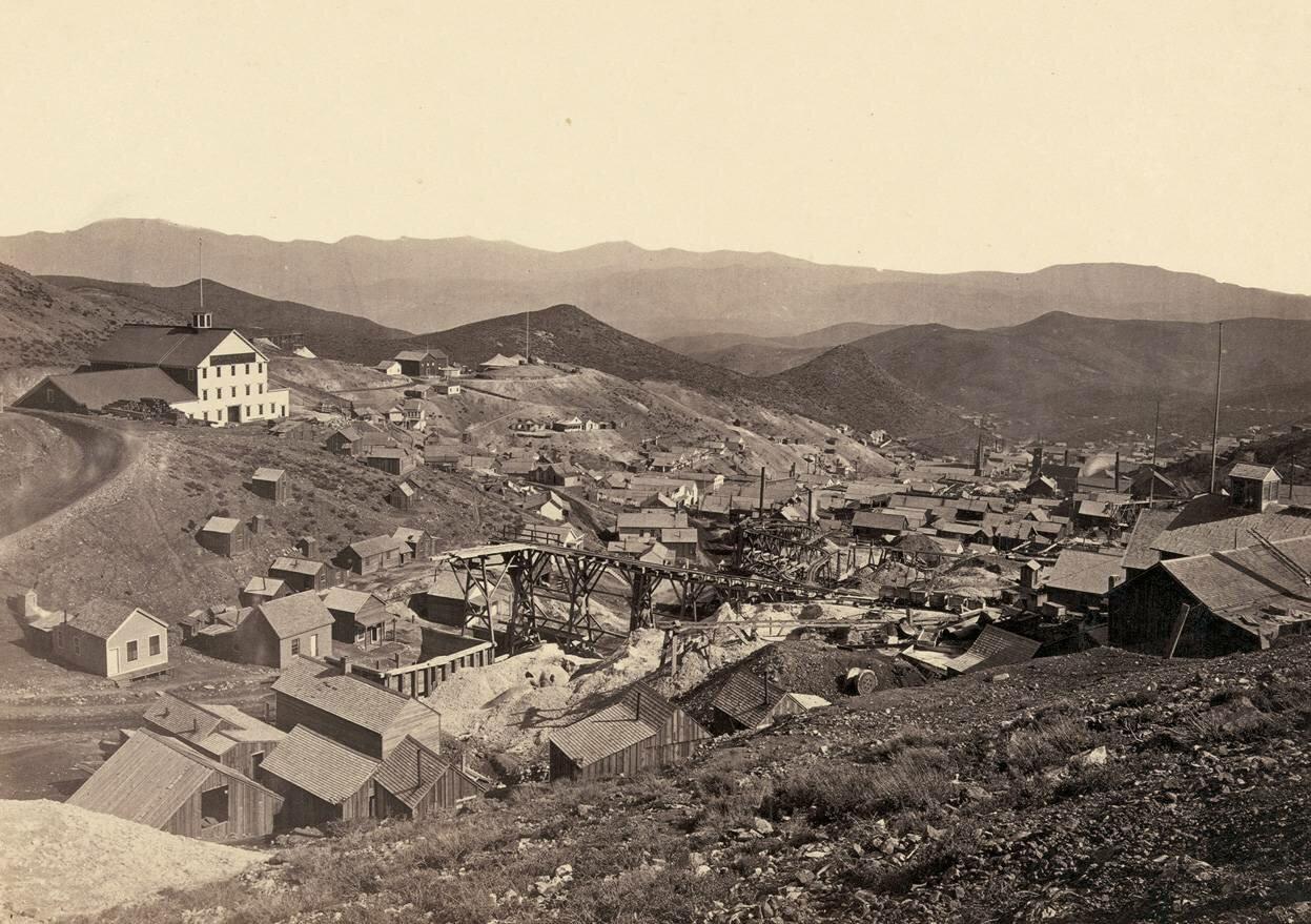Шахтерский город Голд-Хилл, к югу от Вирджиния-Сити, штат Невада, в 1867 году.
