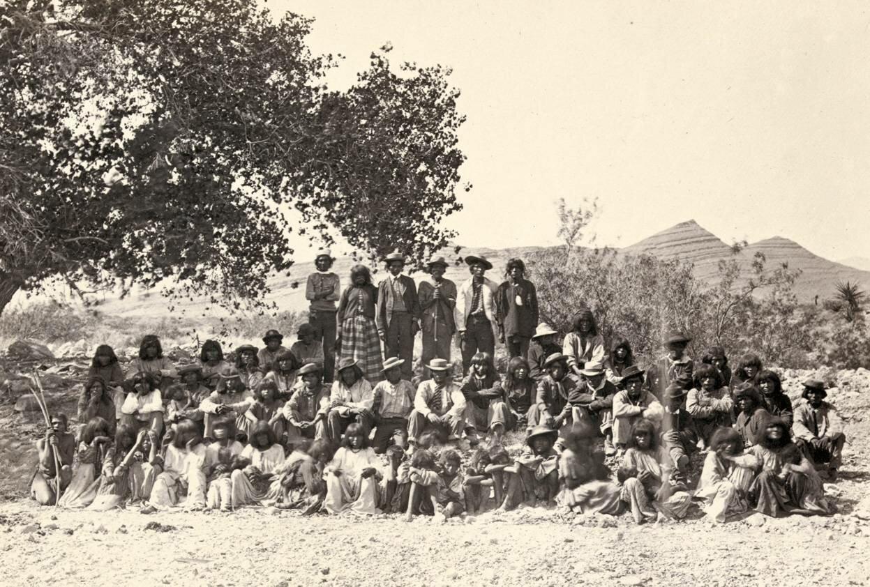 Американские индейцы в Коттонвуд-Спрингс, Невада, в 1875 году.