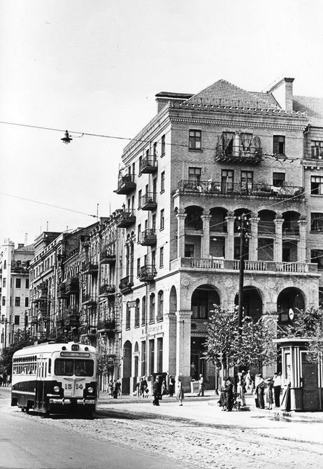 1955.09. Угол улиц Красноармейской и Саксаганского. Фото: Примаченко А.