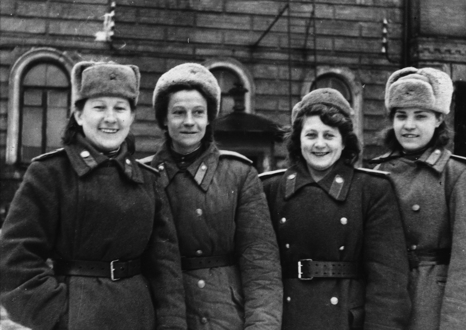 1947. Женщины-пожарные Киевского гарнизона - отличники боевой и политической подготовки