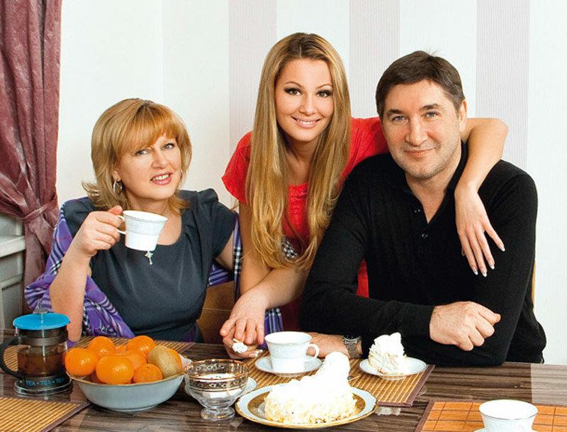 Александр Кожевников с женой и дочерью Марией