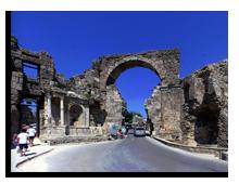 Сиде. Триумфальная арка в честь Веспасиана