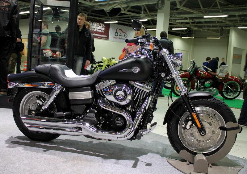Монстр, жадно поглощающий дорогу Harley-Davidson Fat Bob