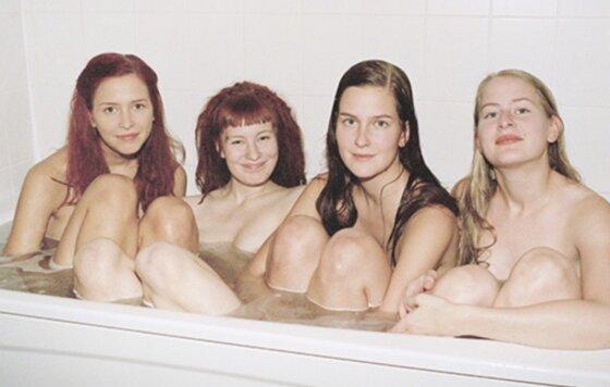 сестры голые фото