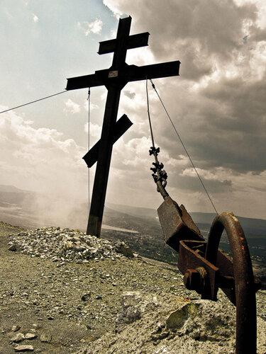 Крест навершине Золотой горы