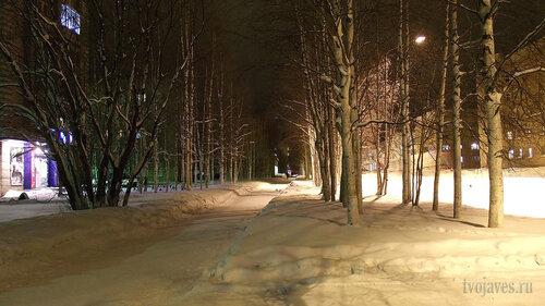 Фото города Инта №2565  Улица Куратова в сторону площади Комсомольская в районе Куратова 14 (Куратова 14, 12 и 10) 30.01.2013_17:49