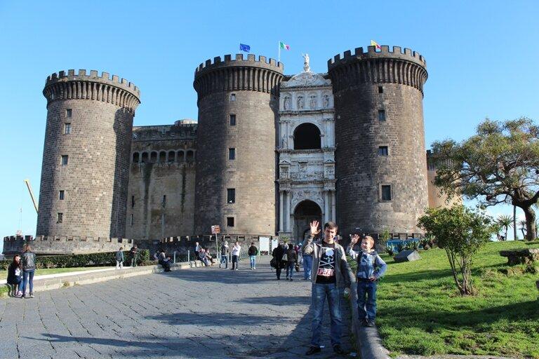 Новый Замок Castel Nuovo