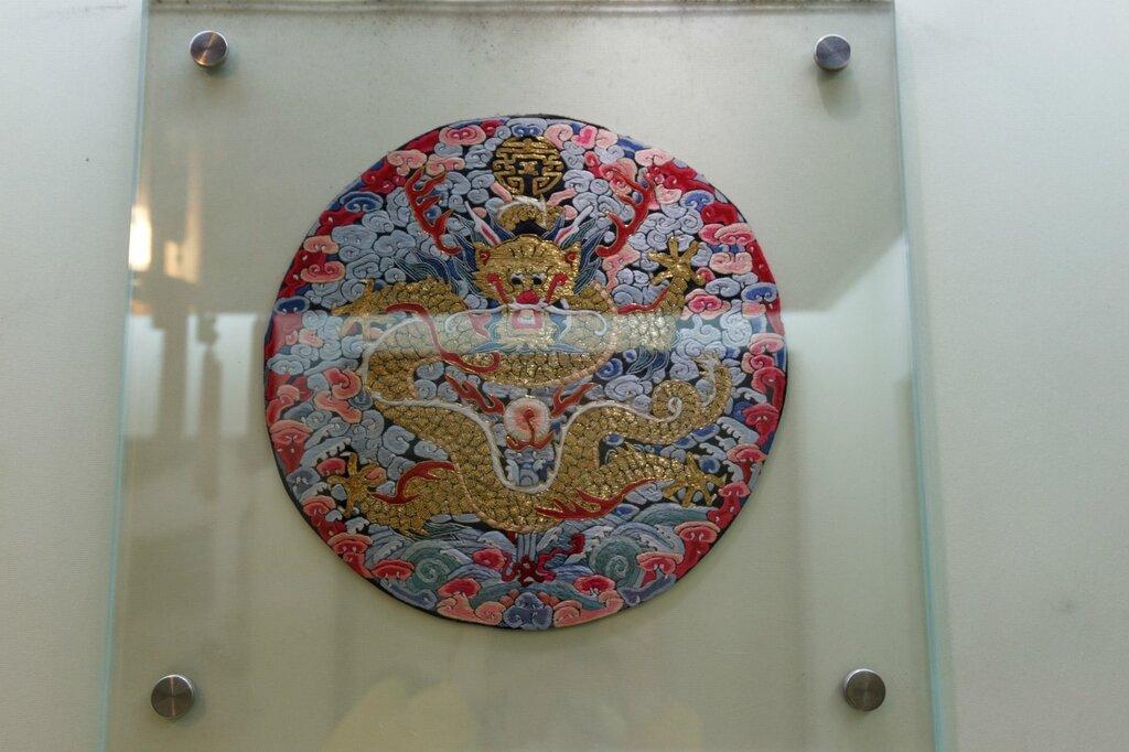 Вышивка шелком с драконом, Китай
