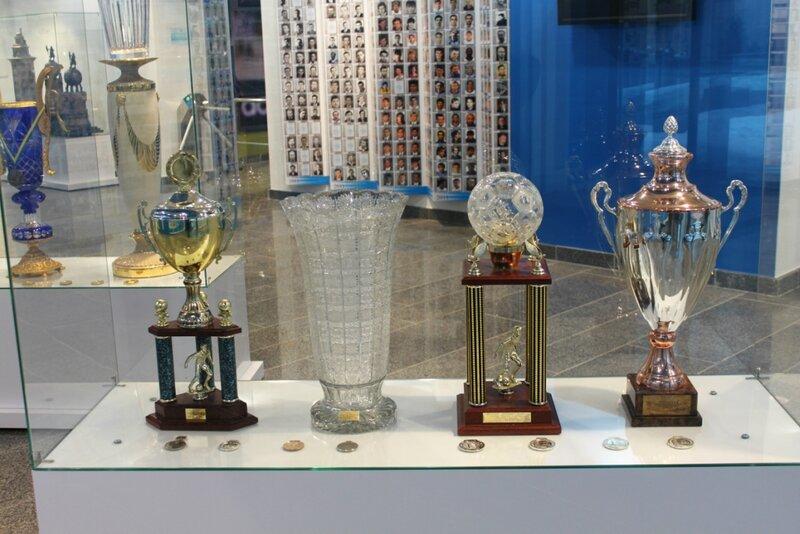 Хрустальные кубки в музее Динамо Киев