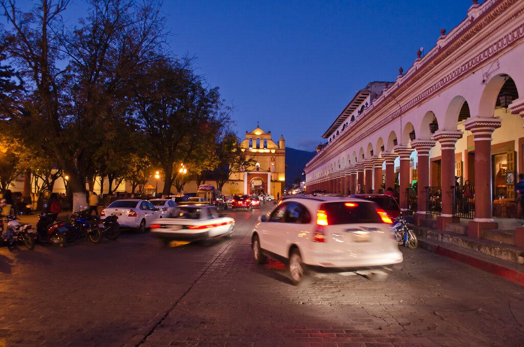 Ночной San Cristobal de las Casas. Как мы поехали отдыхать в Мексику дикарями