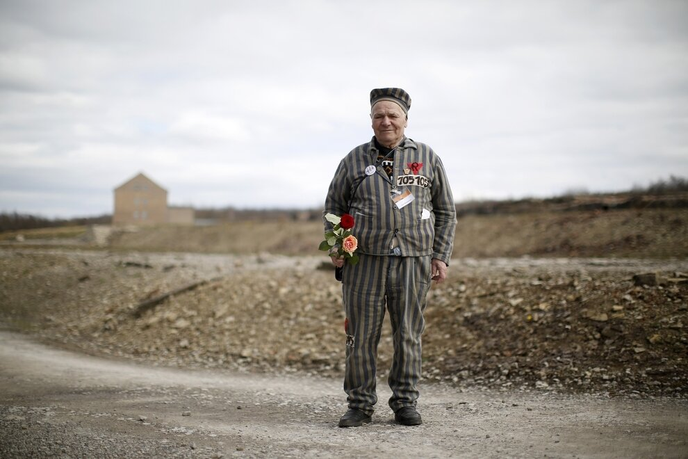 Бывший узник концентрационного лагеря Бухенвальд Петр Мищук...
