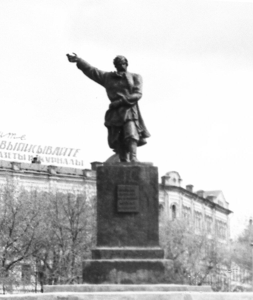 Памятник Кузьме Минину (старый) на одноимённой площади
