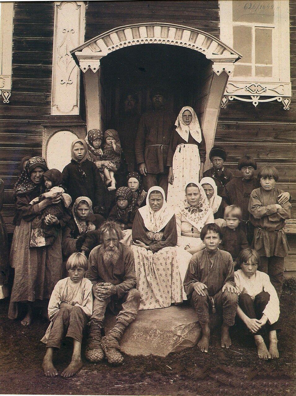 Группа старообрядцев. Деревня Кузнецово Семеновского уезда.