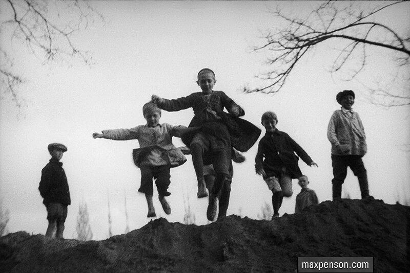 Прыгающие мальчики