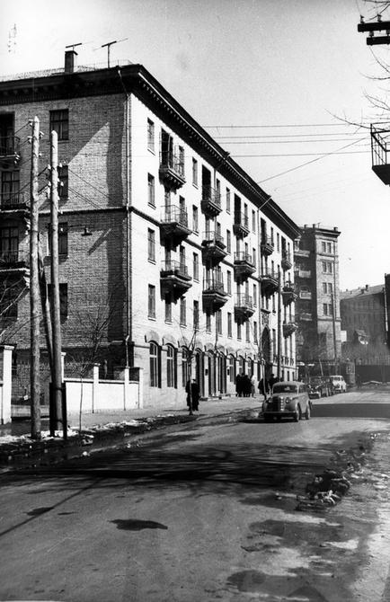 1956.04.07. Угол улиц Ново-Павловской (теперь улица Юрия Коцюбинского) и Обсерваторной