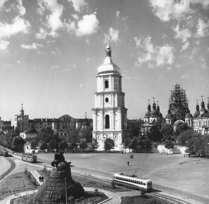 1953.08. Панорама площади Богдана Хмельницкого (ныне Софийская площадь). Фото: Козловский Н.