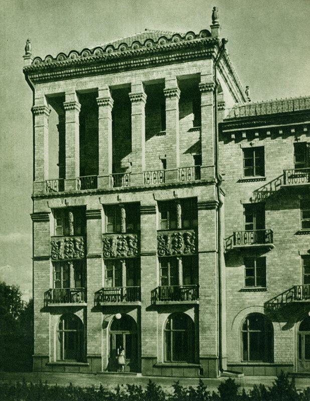 Новий жилий будинок робітників-будівельників на Печерську.